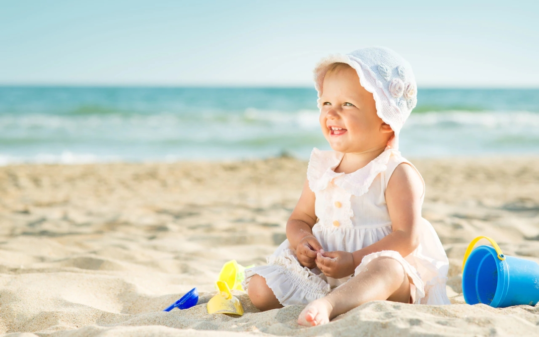 baby-beach-holiday